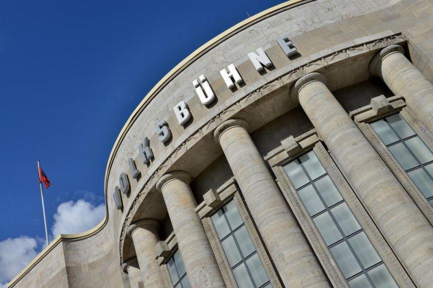 A LA VOLKSBÜHNE DE BERLIN, LES COMEDIENS N'AIMENT GUèRE LESCURATORS