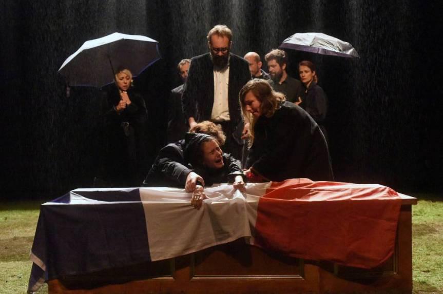 «JUSQUE DANS VOS BRAS», L'IDENTITE FRANCAISE SELON LES CHIENS DENAVARRE