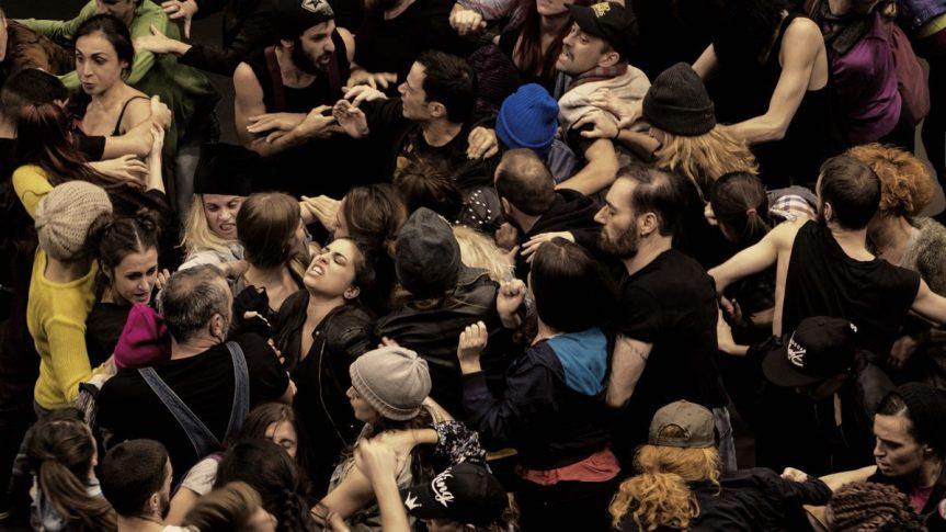 AU FESTIVAL D'EPIDAURE, «ANTISTOLI» RETRACE LE MEURTRE D'UN ETUDIANT PAR LAPOLICE