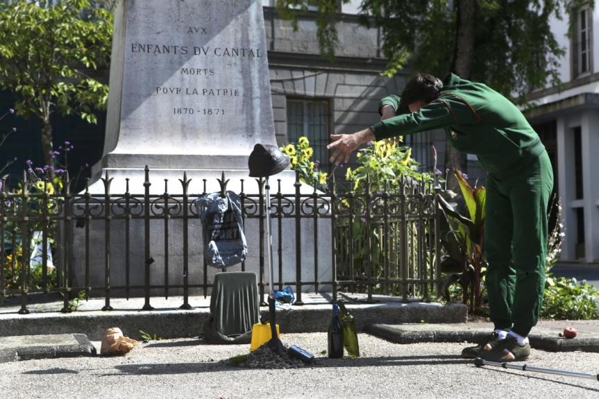 «JEAN, SOLO POUR UN MONUMENT AUX MORTS», UN SOLO QUIRASSEMBLE