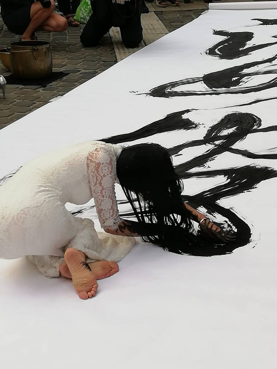 KAIXUAN FENG, L'ART DE CREER AVEC L'ÂME ENTRE DEUX MONDES