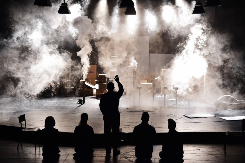 """GIRL FROM THE FOG MACHINE FACTORY"", PETIT BIJOU DE THEÂTRE"