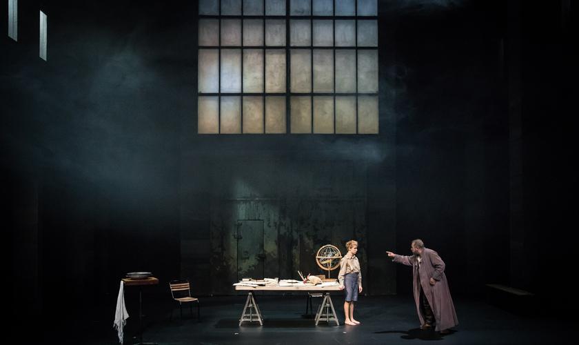 """LA VIE DE GALILEE"" : CLAUDIA STAVISKY ILLUMINE BRECHT"